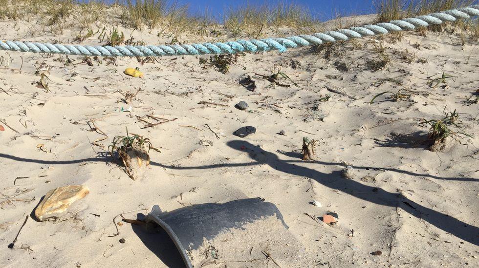 Major: dunas invadidas por el plástico