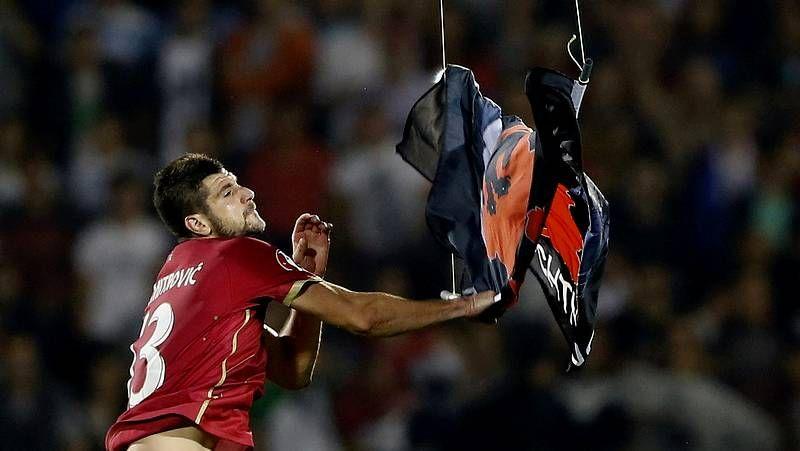 Mitrovic baja la bandera albanesa