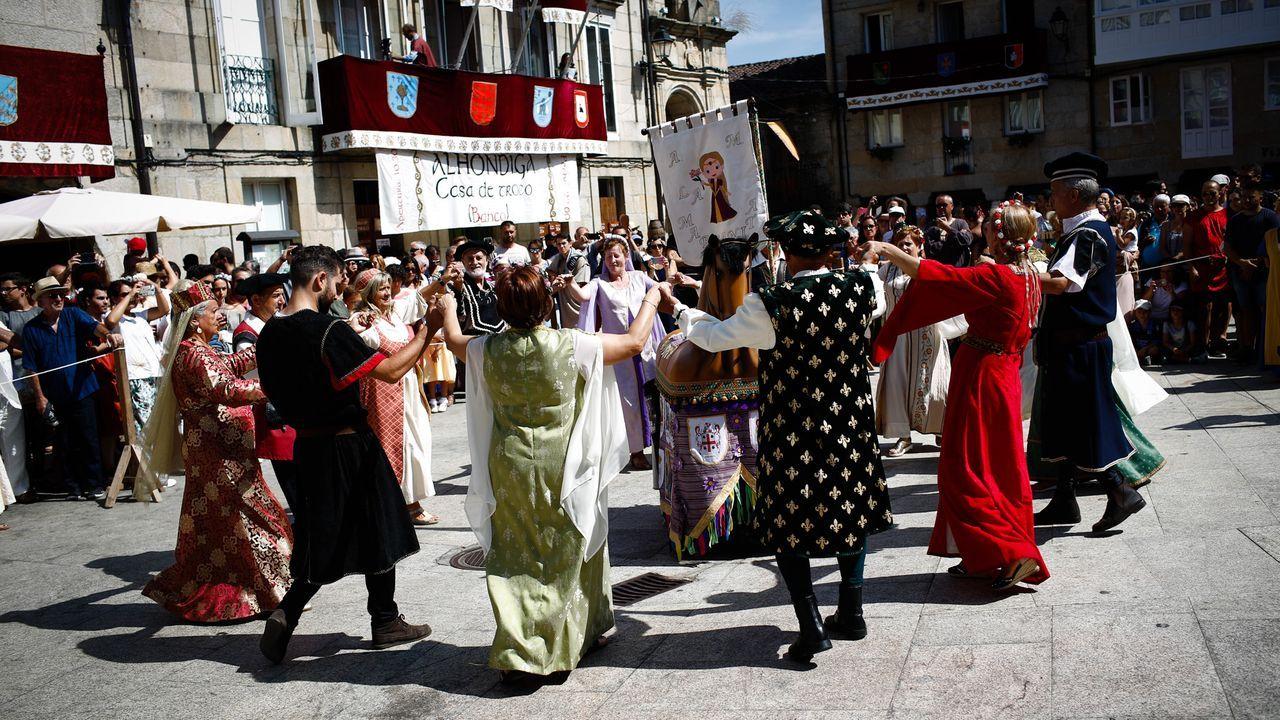 Los bailes medievales son una de las actividades que se mantienen en esta versión reducida de la Festa da Istoria.