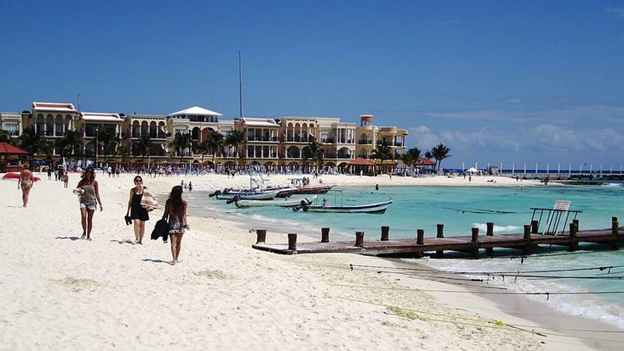 Cancún.Lara Álvarez y Andrés Velencoso