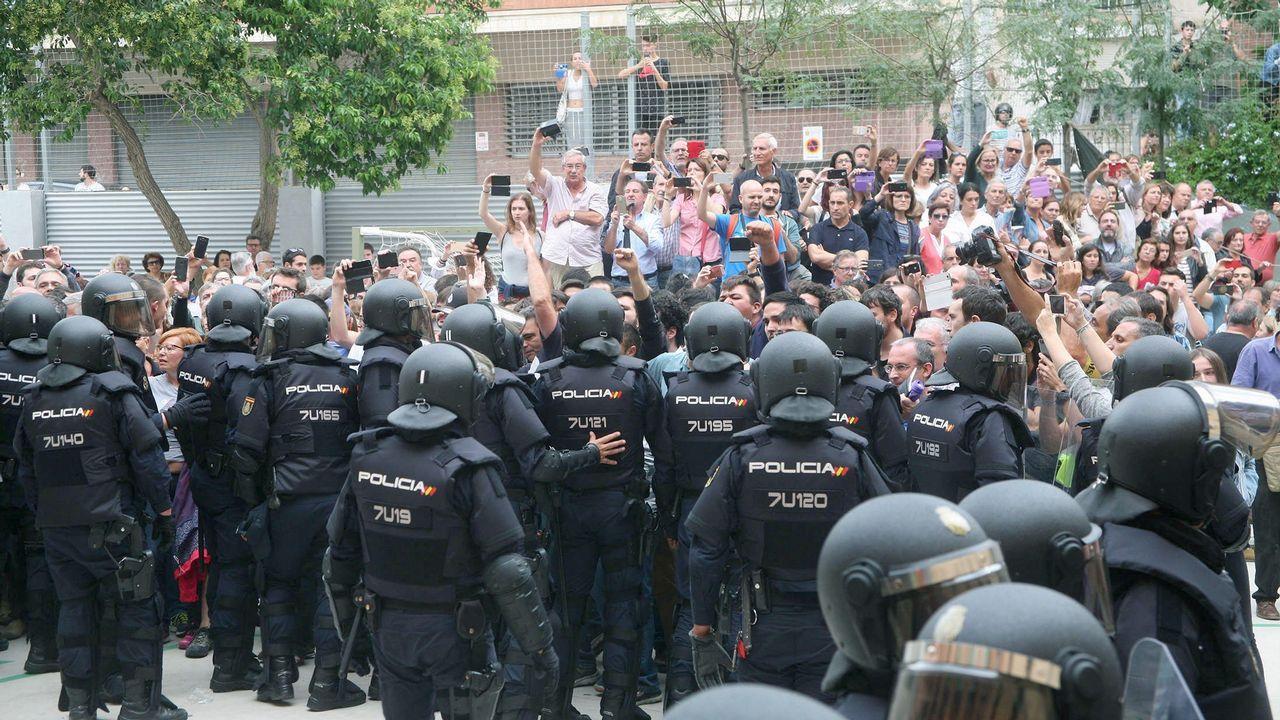 Despliegue policial, el 1 de octubre del 2017, para impedir la votación del referendo ilegal en Cataluña