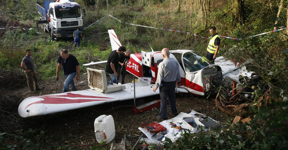 Accidente de un avión contra incendios en Doade.Estado en el que quedó la avioneta tras sufrir un accidente el pasado octubre en Barro.