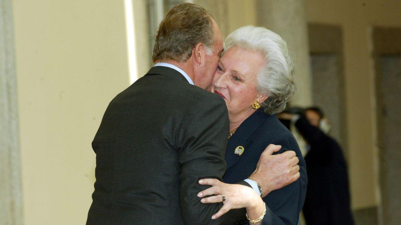 Abrazando a su hermano durante a entrega de los premios del Deporte del año 2003