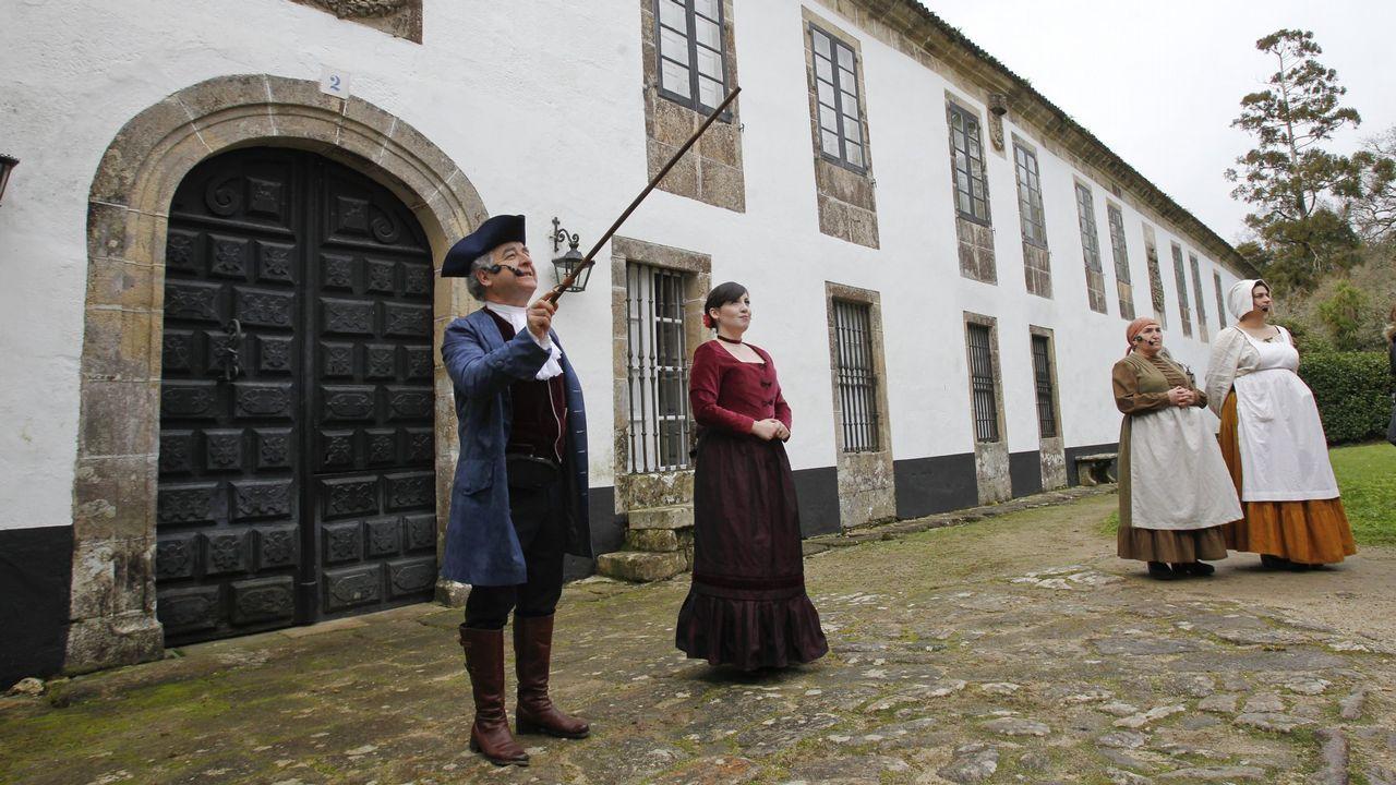 Chocolate, a la derecha, con Eugenia Martínez de Irujo y su mascota