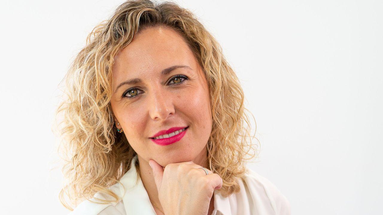 Iris Apfel, icono de moda a los 100.Leo con el producto que trae de las lonjas de Fisterra, Malpica y A Coruña