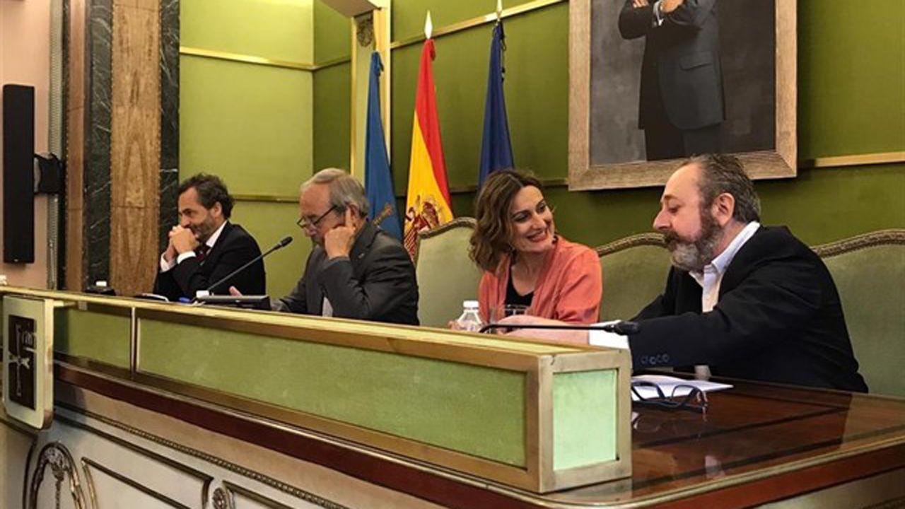 Entrega de la distinción de Hijo Predilecto de Oviedo a título póstumo al periodista Juan Cueto Alas