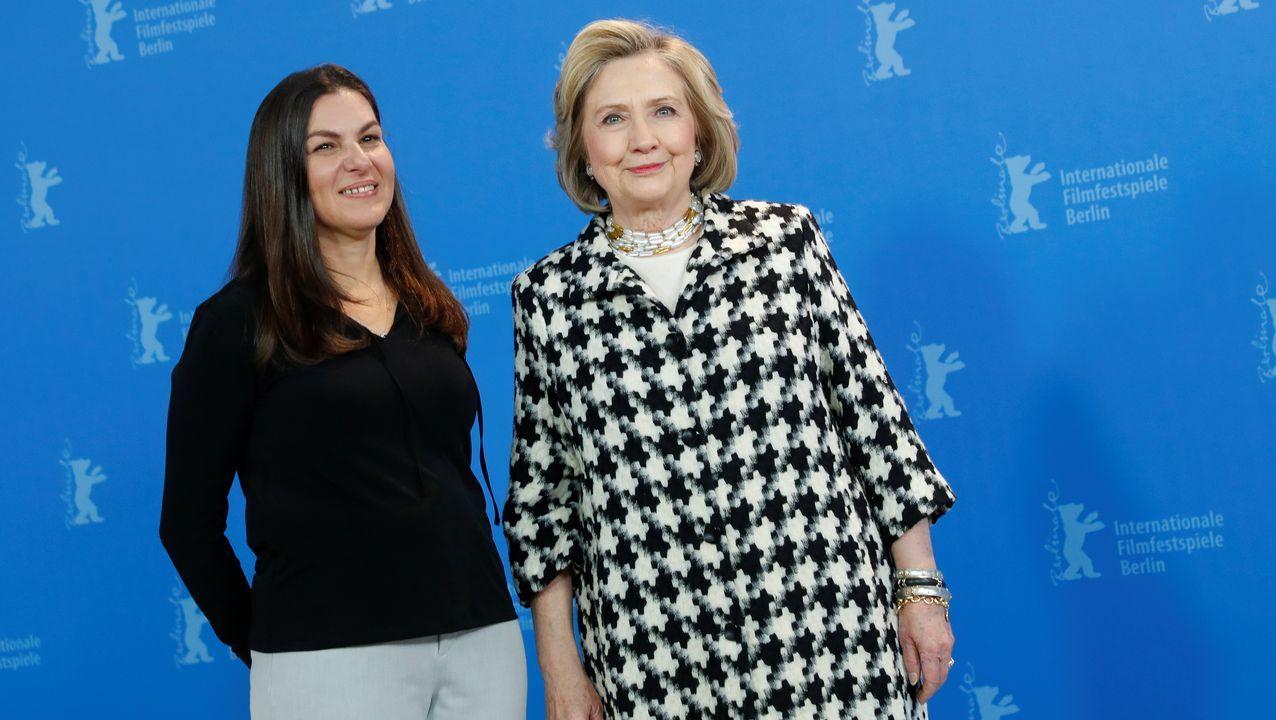 Hillary Clinton, con la directora del documental, Nanette Burstein, en la Berlinale