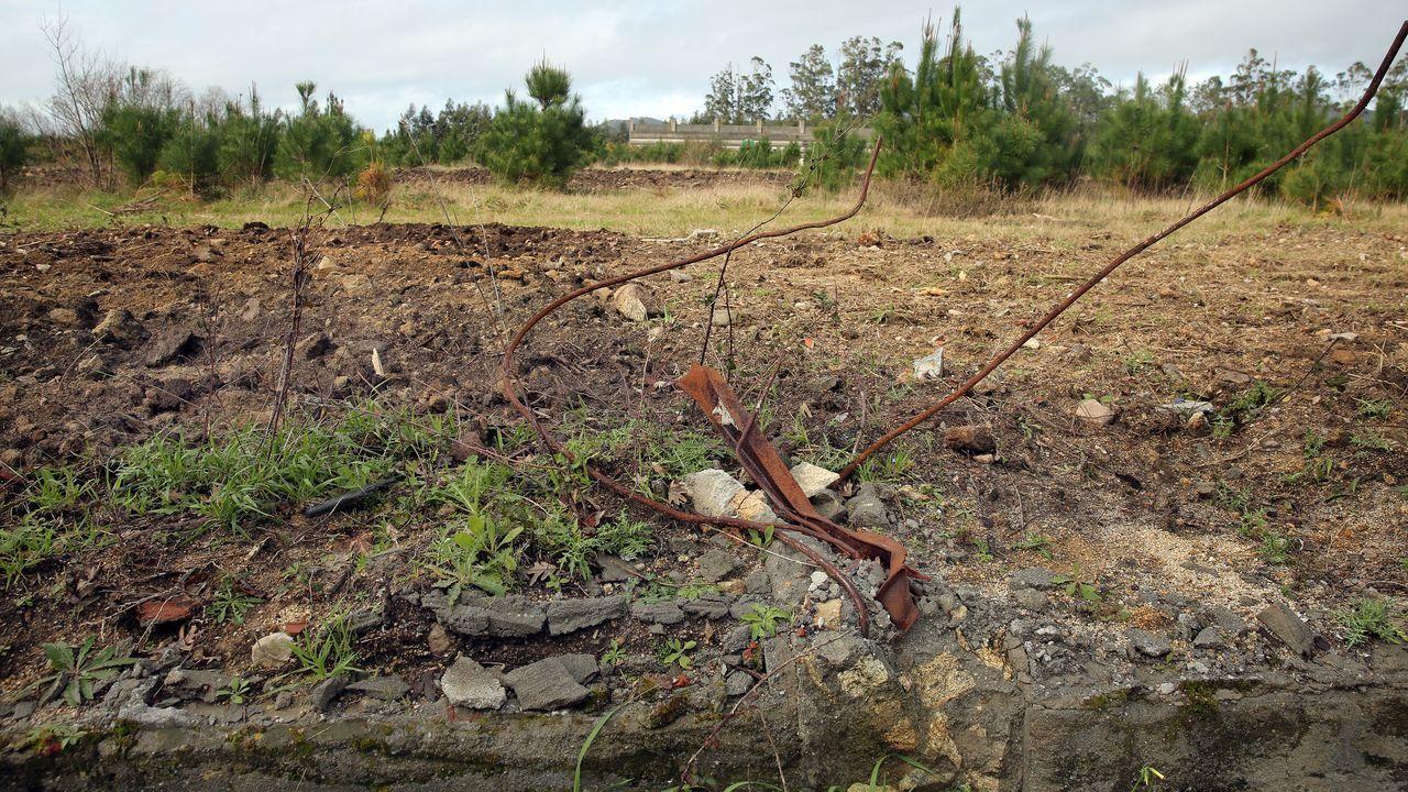 Cinco escapadas por la provincia.Del antiguo campo de fútbol solo queda una grada, que tiene más de treinta años