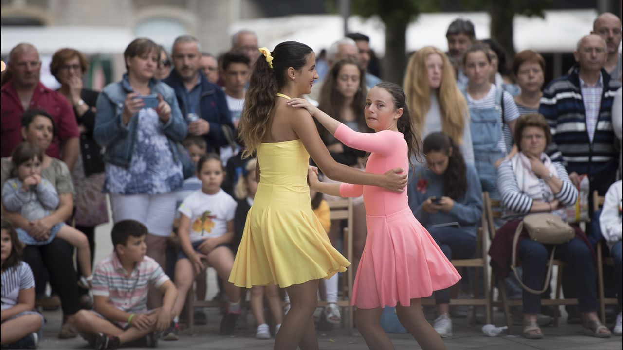 Exhibición de bailes de salón, de Arte e Movemento