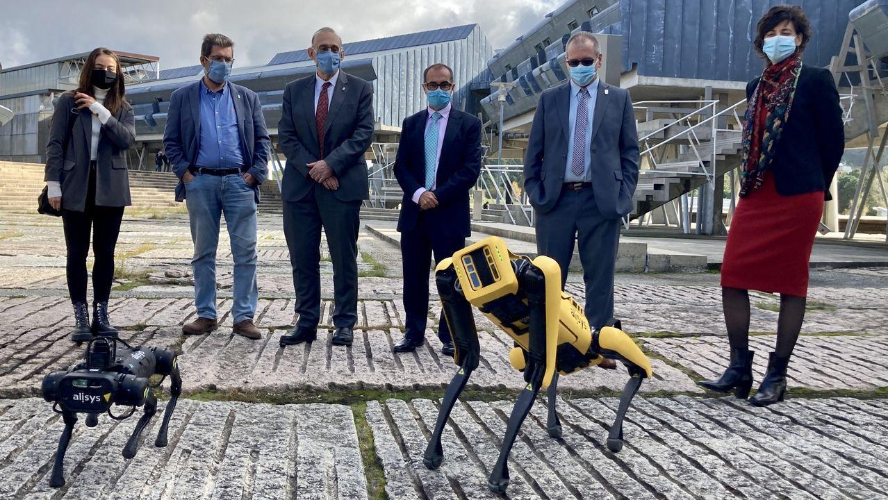 Jornadas de automatización industrial en la Universidad de Vigo.Molares, Alcalá y Rubia coincidieron visitando la exposición homenaje a su mutuo amigo Andrés Do Barro