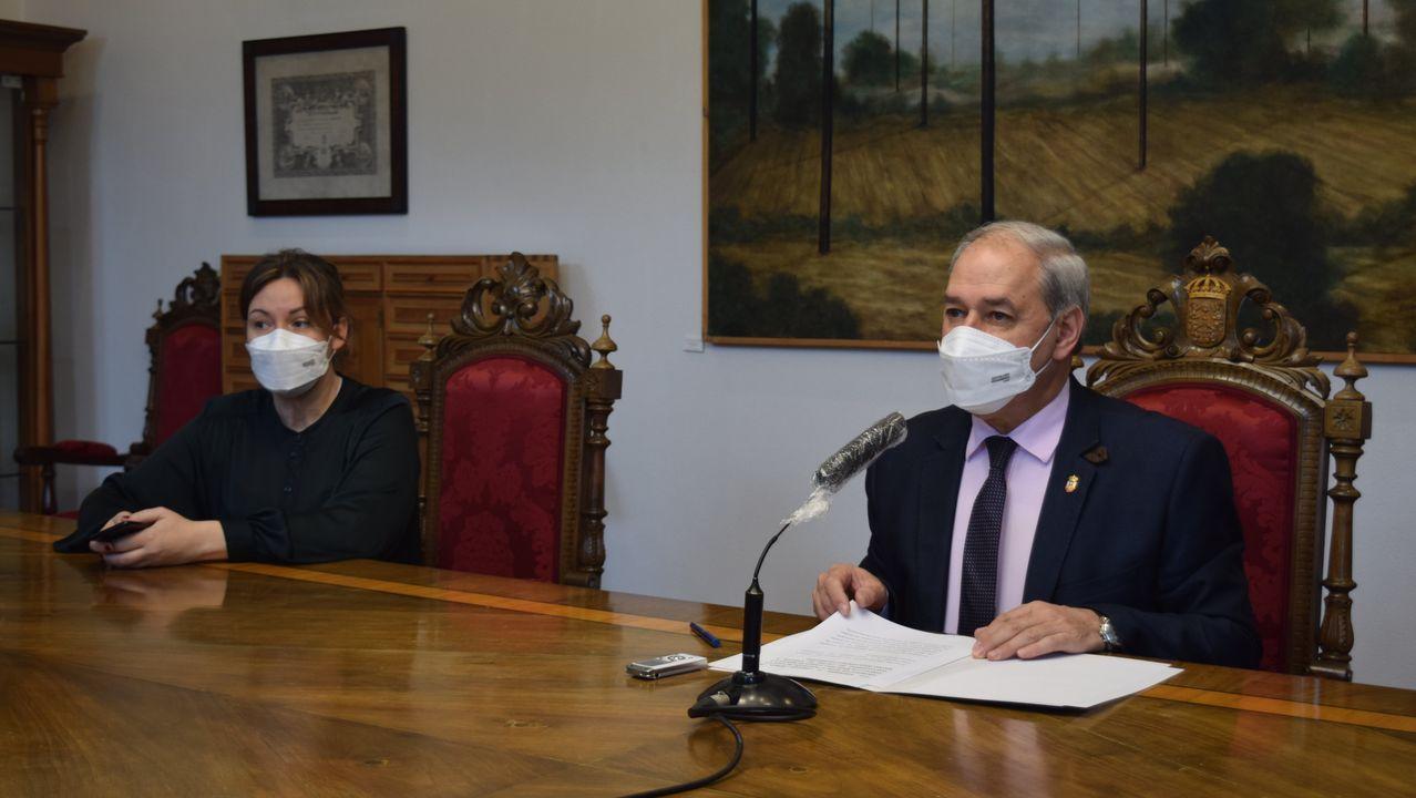 El presidente de la Diputación, José Tomé, y la diputada Pilar García Porto, dieron cuenta de los acuerdos de la junta de gobierno