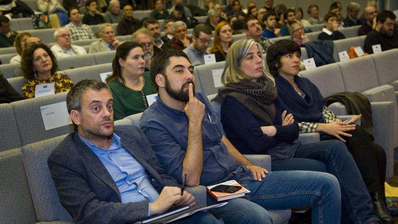 El alcalde, Xulio Ferreiro, y los concejales Xiao Varela, María García y Claudia Delso, durante el Foro Tecendo Litoral