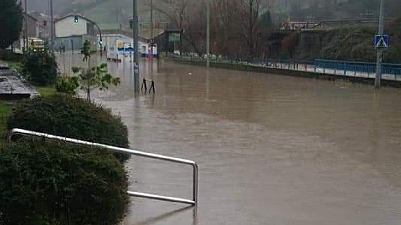 Inundaciones en Oviedo.Carretera de Turón (Mieres)
