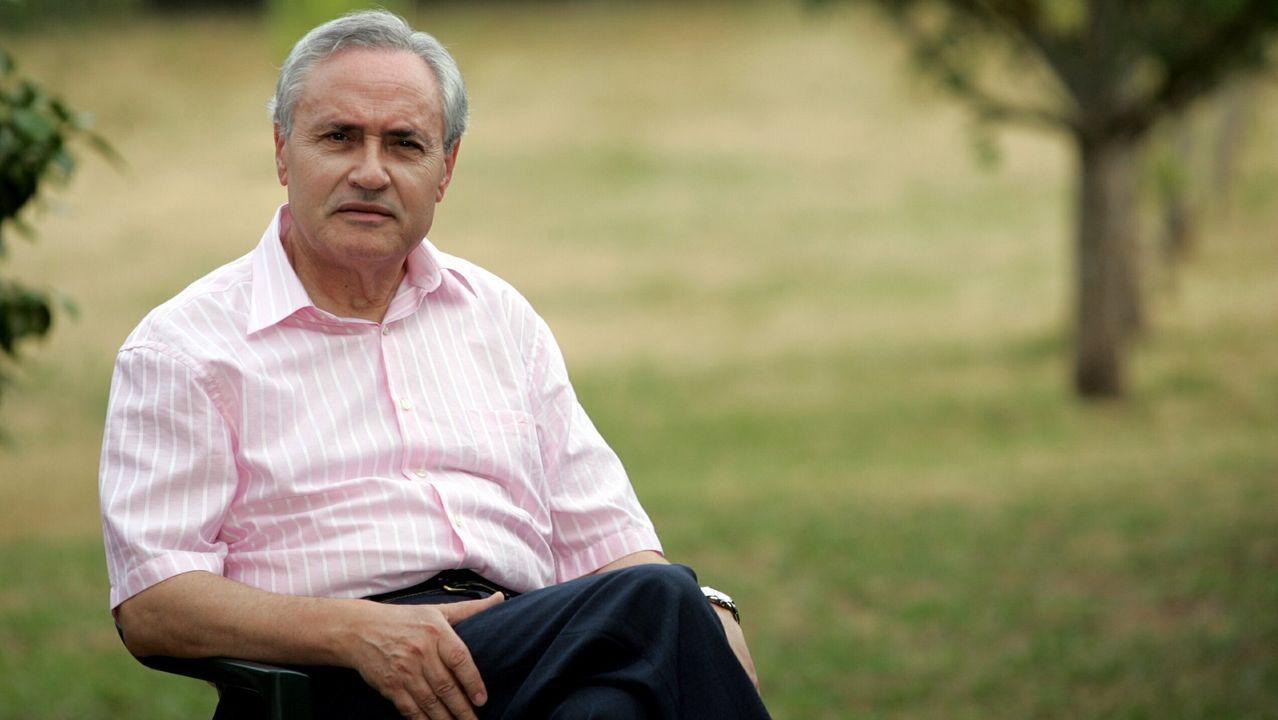 El homenaje fotográfico del Concello de Camariñas a las palilleiras.José Ramón Ónega, en el 2006 en su casa de Pol