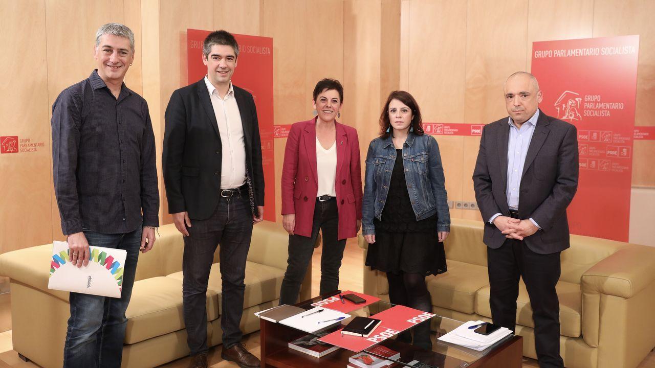 Comparecencia de Pedro Sánchez en el Congreso.El portavoz de ERC en el Congreso, Gabriel Rufián, junto a los socialistas Adriana Lastra y Rafael Simancas
