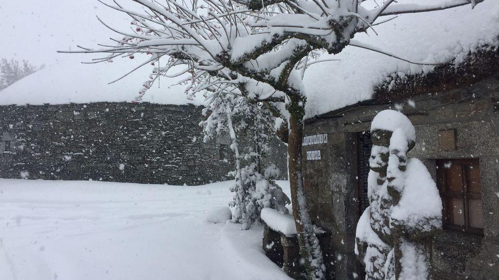 La nieve vuelve a O Cebreiro.Alto do Rodicio, en Ourense.