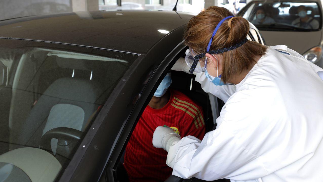 Imagen de archivo de pruebas PCR en el Hospital da Mariña, en Burela, donde el sábado a las seis de la tarde había tres ingresados por covid, según el Sergas