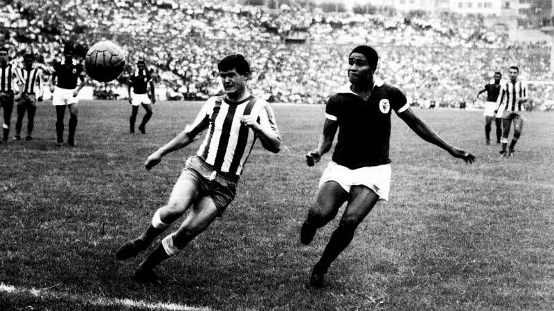 La emoción de Luis Suárez.Eusebio, en Riazor en 1962