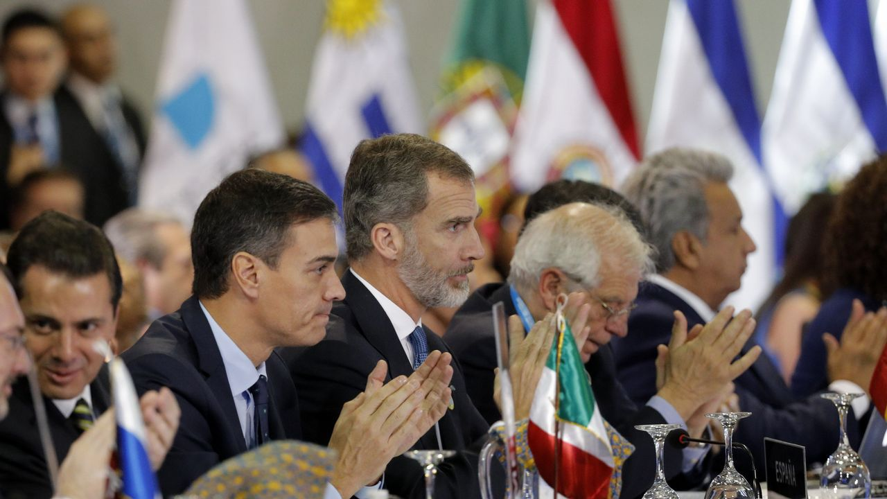 El nuevo presidente de México, a su llegada al Palacio Nacional para la recepción oficial
