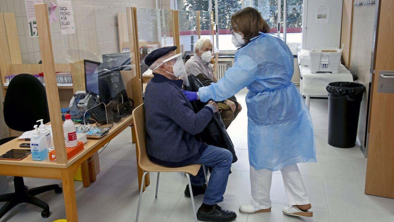 La vacunación de mayores de 80 años comenzó en Pontevedra el 22 de febrero. En la imagen, el centro de salud Virxe Peregrina de la ciudad