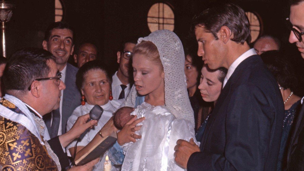 Junto a  Manuel Benítez El Cordobés, en el bautizo del hijo de Carmen Sevilla