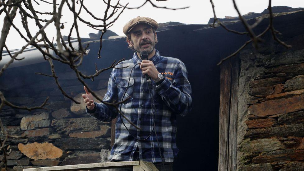 El pregonero de la edición 21 de la Festa da Pisa da Castaña de Froxán fue el actor y presentador Xosé Barato