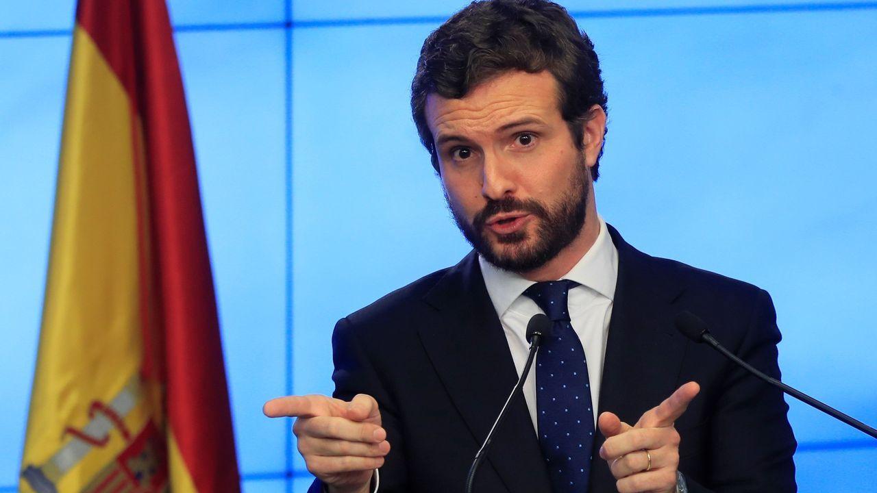 Torra comparece tras ser inhabilitado.El líder de Unidas Podemos, Pablo Iglesias, pasa por delante de Pedro Sánchez