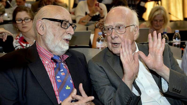De Guindos y su postura sobre los investigadores.François Englert (izquierda) y Peter Higgs (derecha) durante un seminario del Centro Europeo de Física de Partículas (CERN) en Suiza