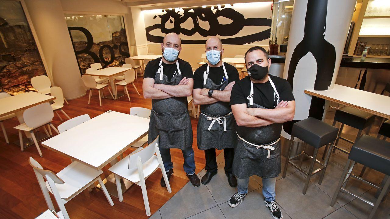 Los socios del Bagos, en Pontevedra, tapería que no puede servir cenas por no tener licencia de restaurante