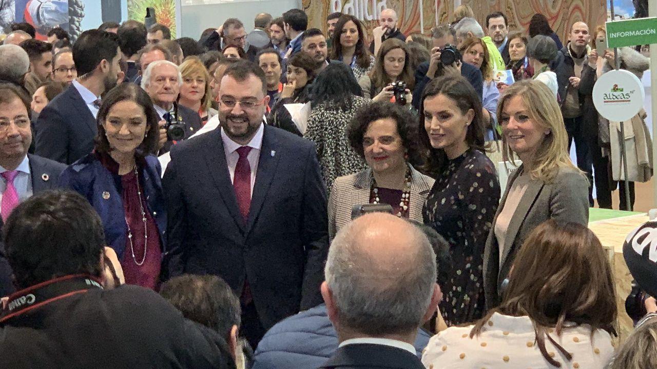 Desde la izquierda, Graciela Blanco, Letizia Ortiz, Berta Piñán, Adrián Barbón y Reyes Maroto, en la inauguración de Fitur