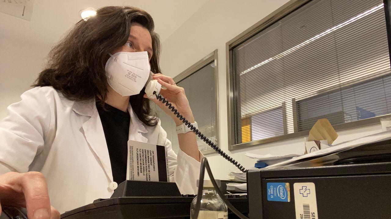 Sandra Albiñana Pérez, farmacéutica del área de críticos del Chuac. Afirma que ahora «estábamos mejor preparados frente a desabastecimientos», pero no «para el crecimiento exponencial de pacientes críticos».