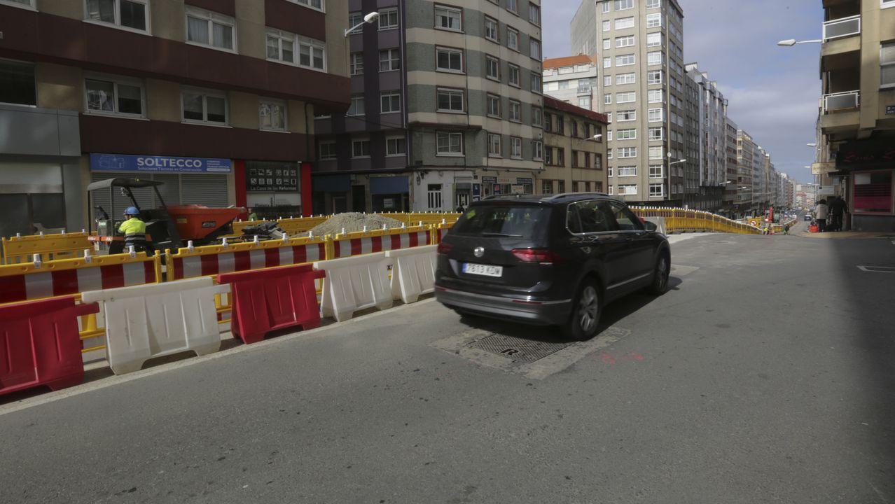 Calles vacías, supermercados llenos.Academia Euroschool of english, que tiene dos sedes en A Coruña. En la foto, el dueño y profesor Terence James Paul.