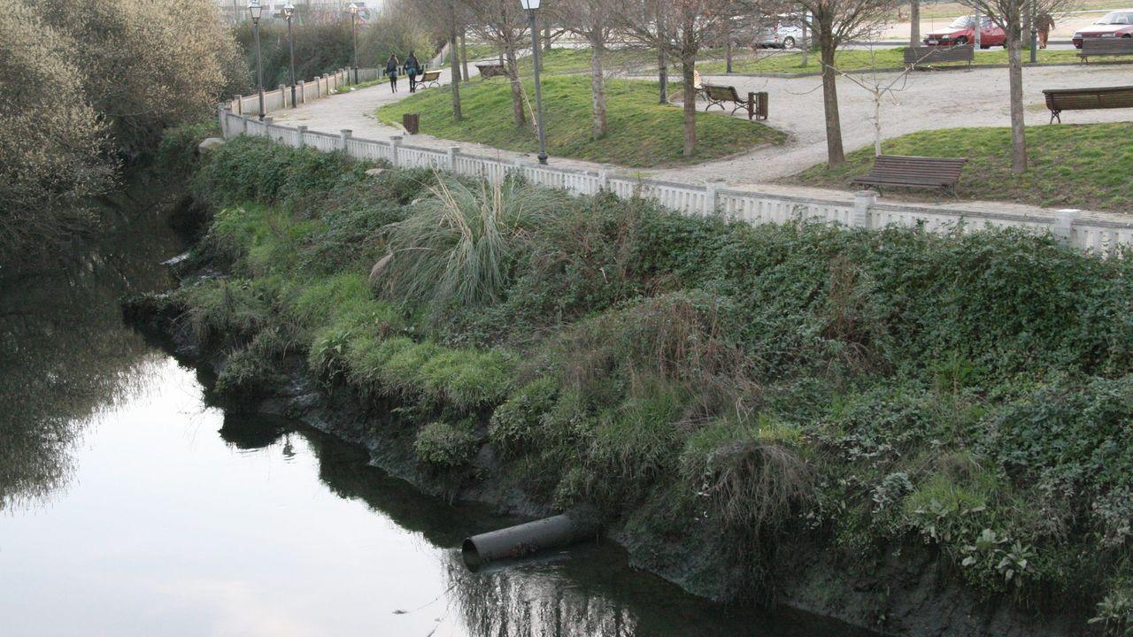 Imagen de archivo de vertidos en el rio Mendo a su paso por Betanzos
