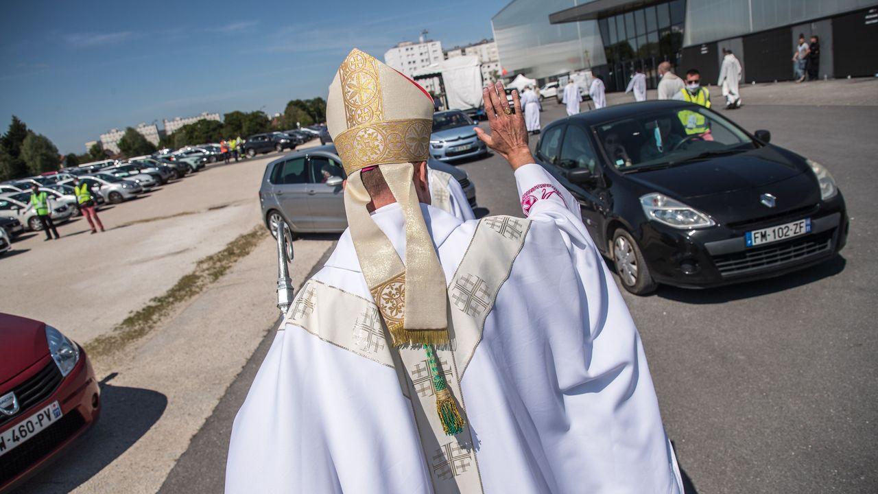 El obispo se encargó de despedir a todos los asistentes