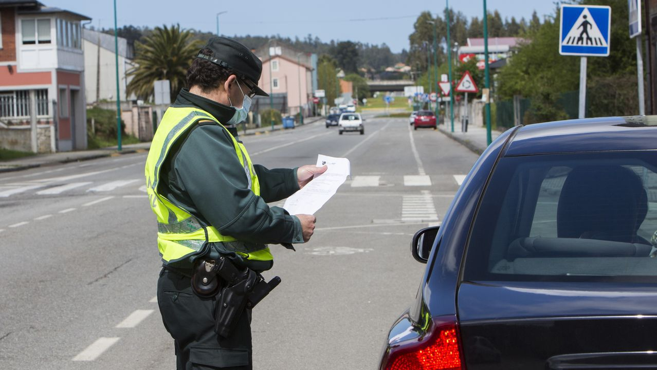 Operación Conjunta de la Agencia Tributaria y la Policía Nacional contra el narcotráfico.Vehículo de la Policía Local de Gijón