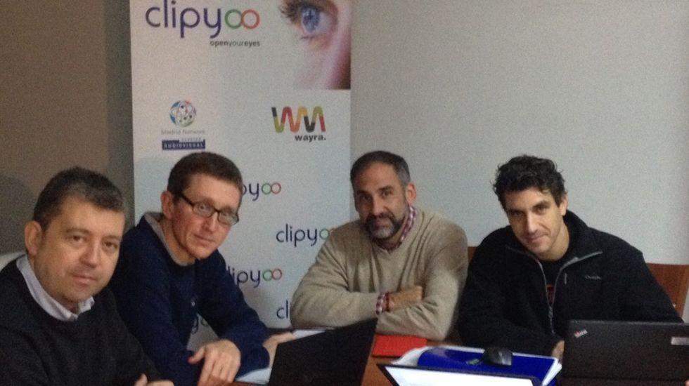 Antonio Pino y Javier Fernández se saludan durante una reunión para la concertación.Los fundadores de Clipbook, entre ellos José María Quirós Zarauza.