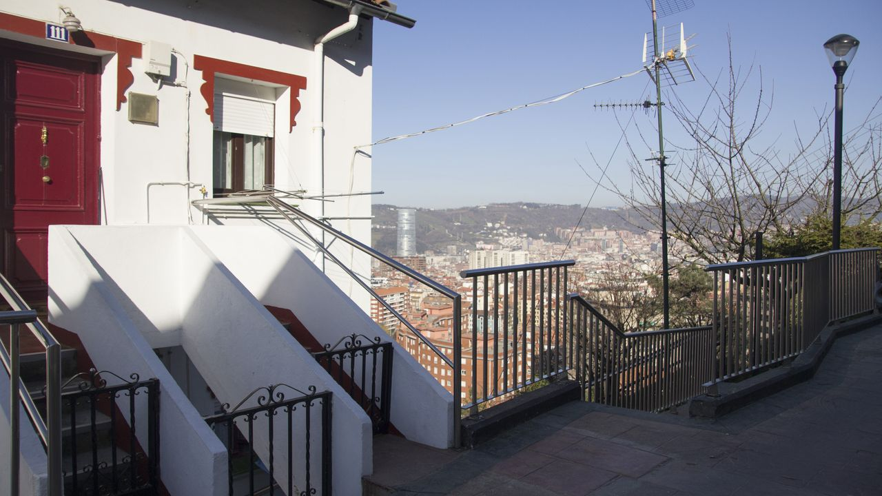 mas.Los gallegos de Masustegi construyeron sus casas ellos mismos. Se ayudaban entre vecinos para levantarlas cuanto antes y que, así, no se las pudieran tirar