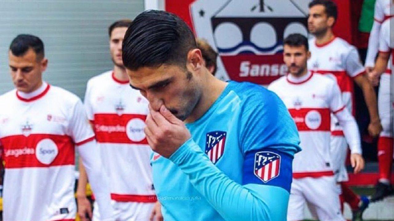 LaAPARO prepara un pasillo para recibir al Oviedo.Víctor Ruiz, capitán en un partido de este año con el Atlético B
