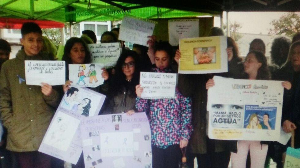 25N.En Maceda los escolares participaron en el acto institucional de repulsa de los malos tratos