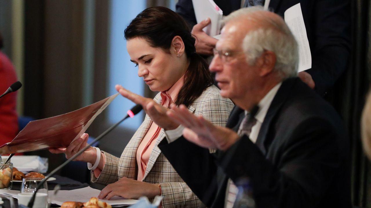 Josep Borrell y la líder opositora bielorrusa Svetlana Tijanóvskaya, durante su intervención en la Eurocámara
