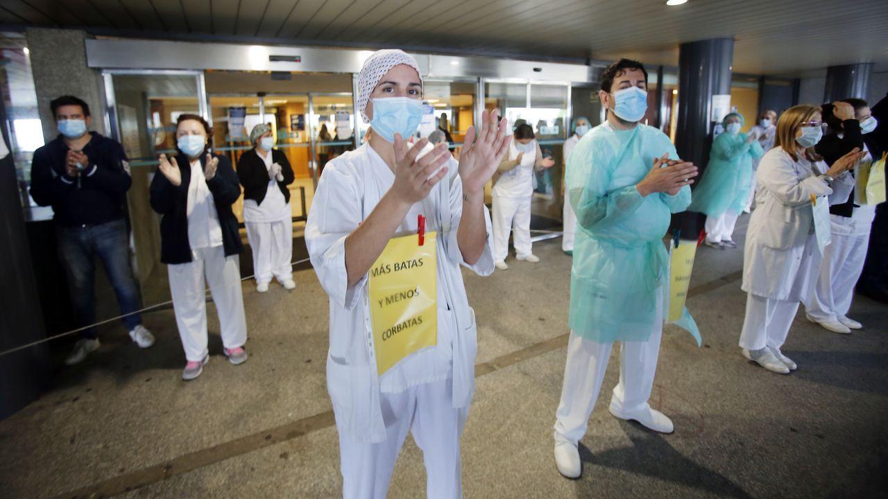 Protesta de trabajadores convocada por varios sindicatos durante la pandemia en el Hospital Montecelo de Pontevedra