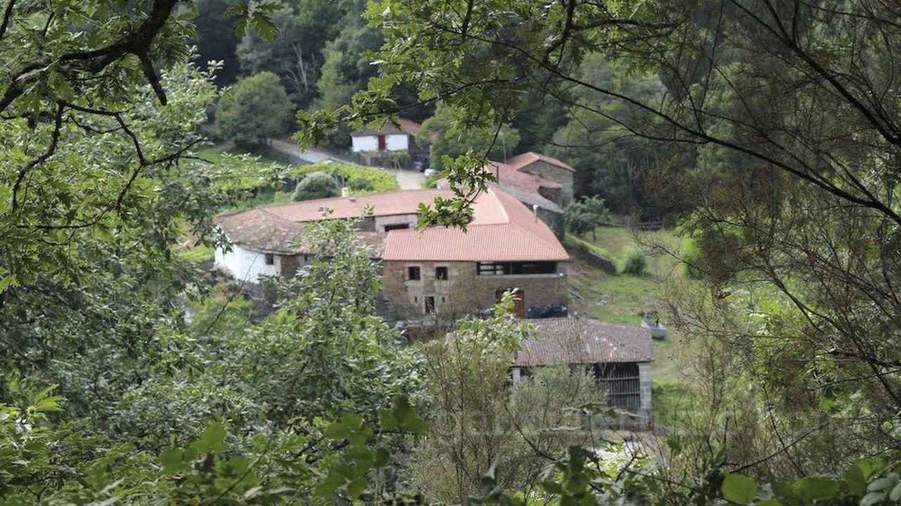 La casa grande de Covas es el centro de la extensa finca que los propietarios ponen a la venta