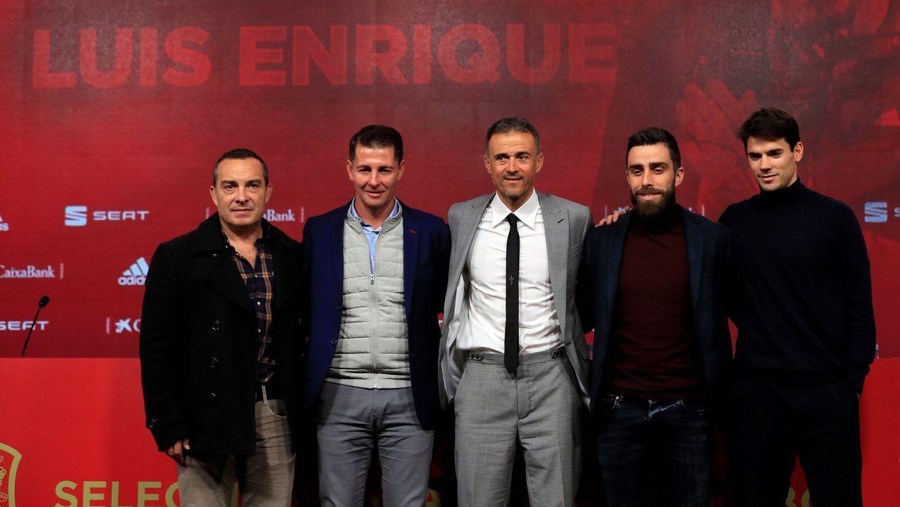 Luis Enrique, acompañado por los miembros de su equipo: Joaquín Valdés, psicólogo; Jesús Casas, segundo entrenador; Rafael Pol, preparador físico y Aitor Unzue, analista y tercer entrenador
