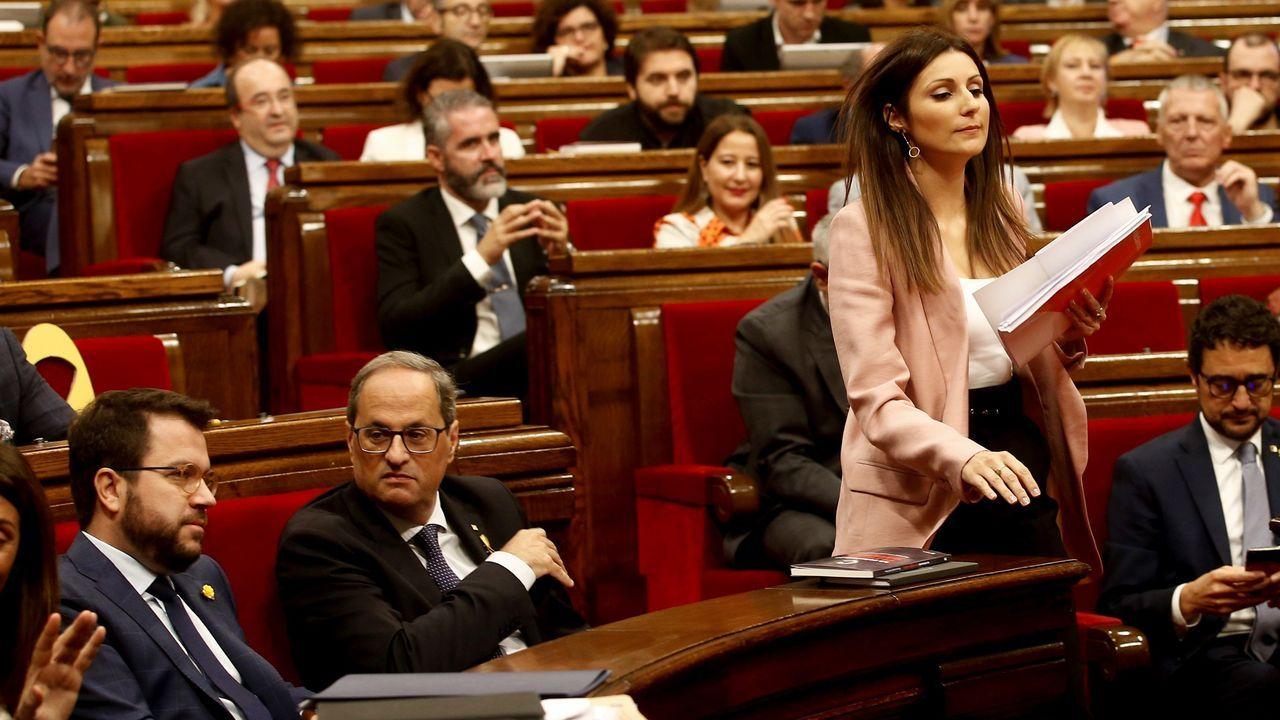La líder y portavoz grupo parlamentario de Ciudadanos, Lorena Roldán, se dirige al estrado durante el debate de la moción de censura