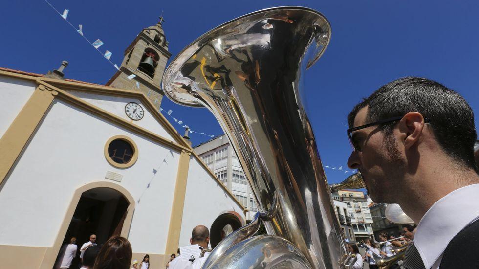 La Danza de Arcos Infantil y el pregón abren las fiestas del Carmen de Camariñas.Trubisquiña (Vimianzo)
