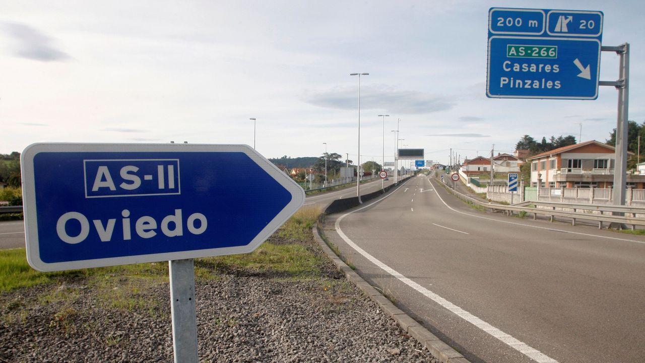 La carretera ASII, que une Oviedo y Gijón, aparece desierta en la mañana de este sábado tras la entrada en vigor del cierre perimetral de estas ciudades por la covid-19