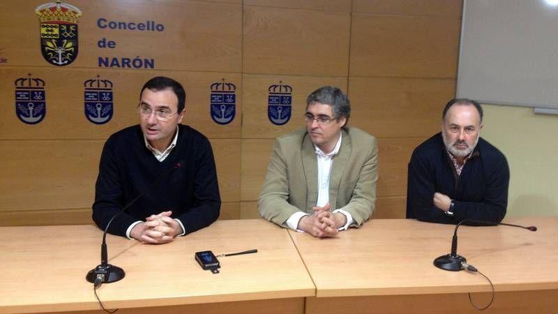 Niko Moreno, dirigente de Bildu, ayer con Guillerme Vázquez, en primer término.
