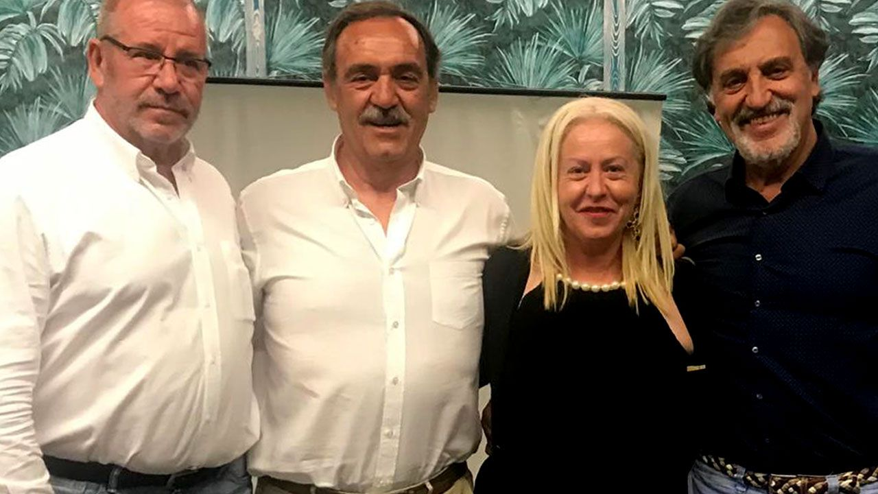 Por la izquierda: Díaz-Flor, Celorrio, Esther Canteli y Herminio Menéndez en el homenaje a Manolo Fonseca, en el transcurso del 60 Aniversario del Campeonato de España de Invierno