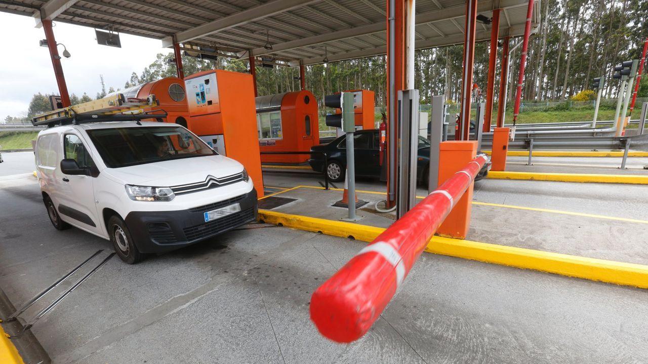 Así está la A-52 entre Ourense y Verín.El accidente tuvo lugar en una rotonda de la N-634 en las inmediaciones de la área de servicio de O Rei das Tartas