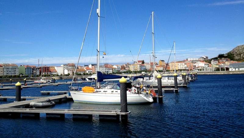 Varios yates estaban ayer atracados en el puerto de Muxía